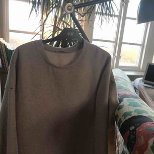 Ljusrosa mysig tröja från zara och knappt använd, hör av er för mer info! (Frakt ingår)