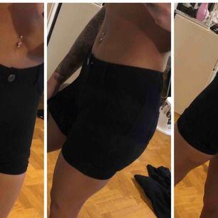 Shorts i mjukis-material, fickor bak