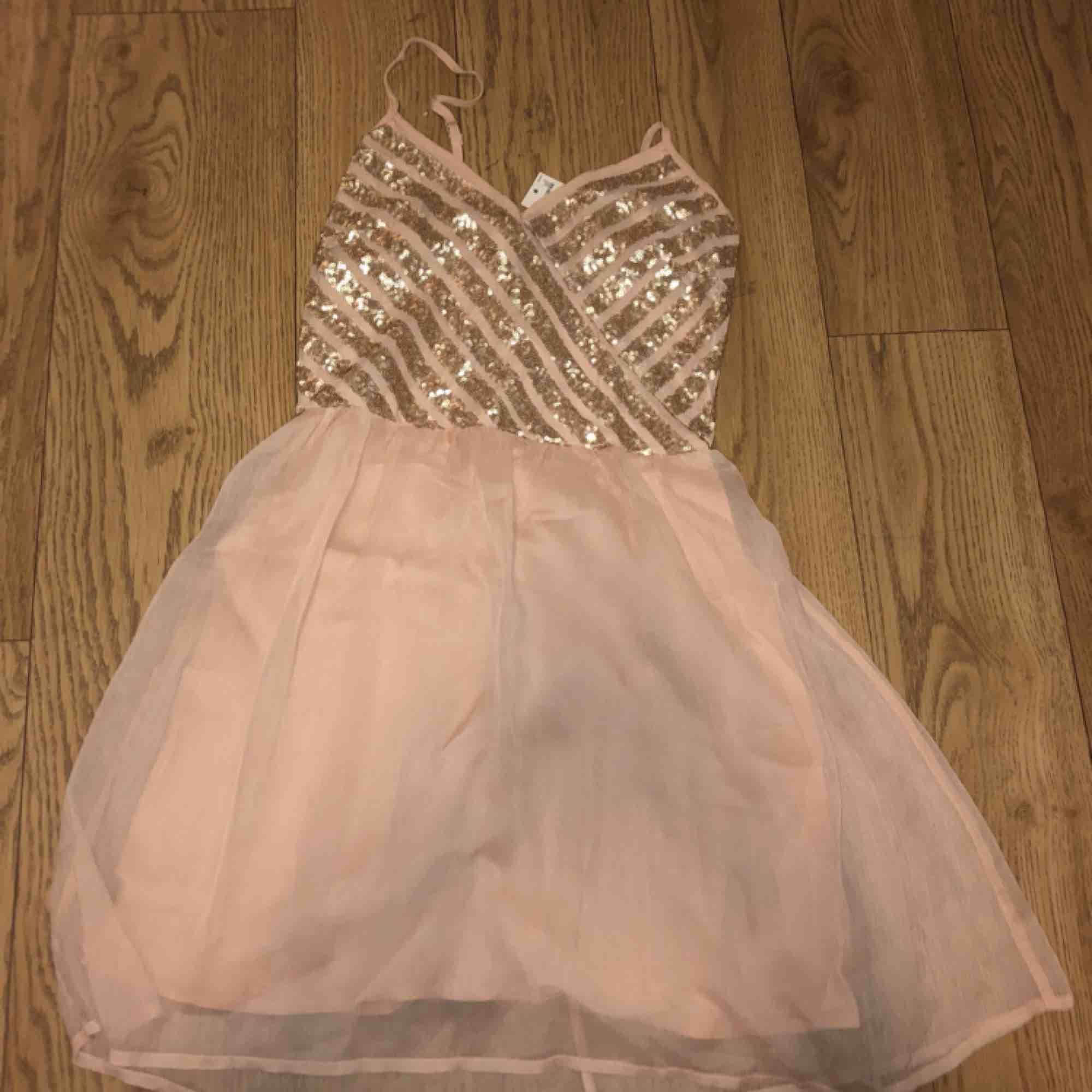Gullig ljusrosa hollister klänning  Aldrig använd Pris kan diskuteras . Klänningar.