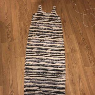 Långklänning med jätte skönt tyg Perfekt till sommaren Pris kan diskuteras