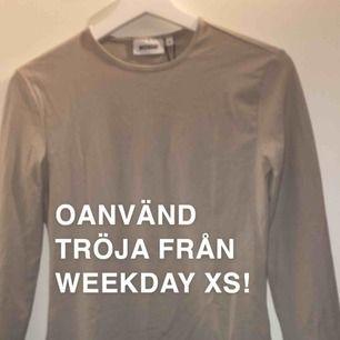Beige tröja från weekday XS! Oanvänd