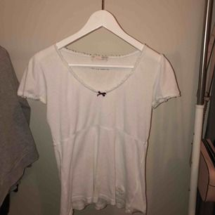 Vit oddmolly t-shirt, nästan aldrig använd