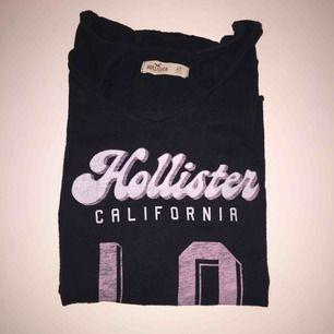 T-shirt från hollister som köptes för ca 200kr, den är använd men inte sliten.