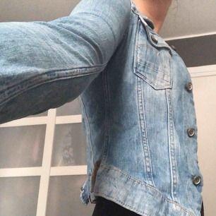 Ljus figursydd jeansjacka från G-star Raw, jättefint skick