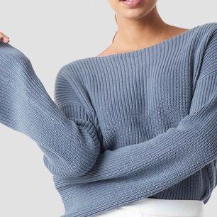 Fin stickad tröja från Na-kd, jättefint skick Passar XS-S Skriv om du vill ha fler bilder! Hämtas upp hos mig eller fraktas mot fraktkostnad