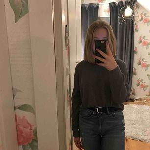 Jätte fin tröja från Hollister! Köpte den förra året men har tyvärr inte kommit till användning. Frakt ingår inte i priset!