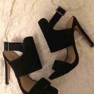 Ett par svarta stövletter från Zara. Aldrig använda. Kan skicka på posten eller mötas upp i Stockholm!