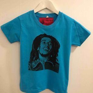 Bob Marley tee för barn. Stl ca 110, passar barn 3-6år.
