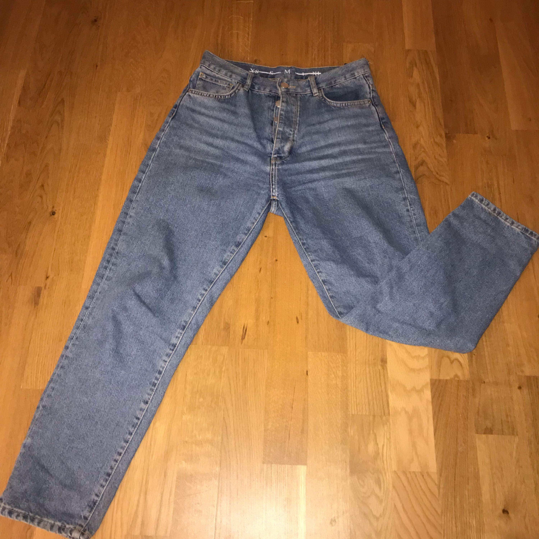 Mom jeans från bik bok, skit snygga! Kommer dock inte till användning:( Jag är 156cm lång och dem passar perfekt på mig! Passar dig med lite kurviga höfter;) nypris var 599 och dem är knappt använda. Möts upp eller fraktas då (swish). Jeans & Byxor.