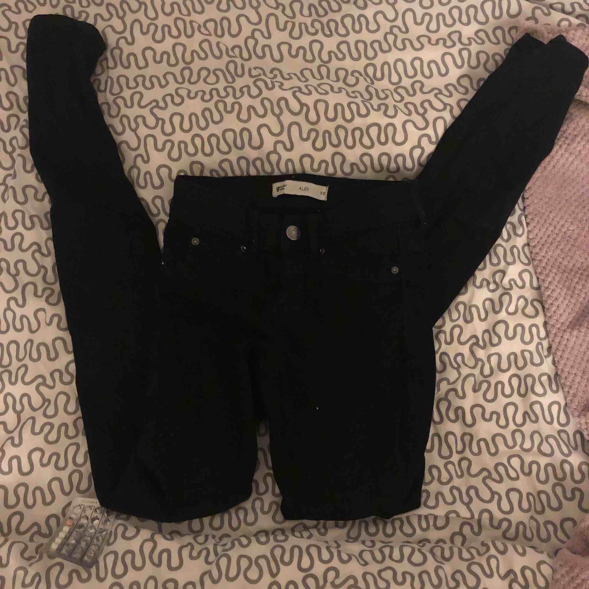 Säljer ett par alex jeans ifrån gina tricot . Jeans & Byxor.