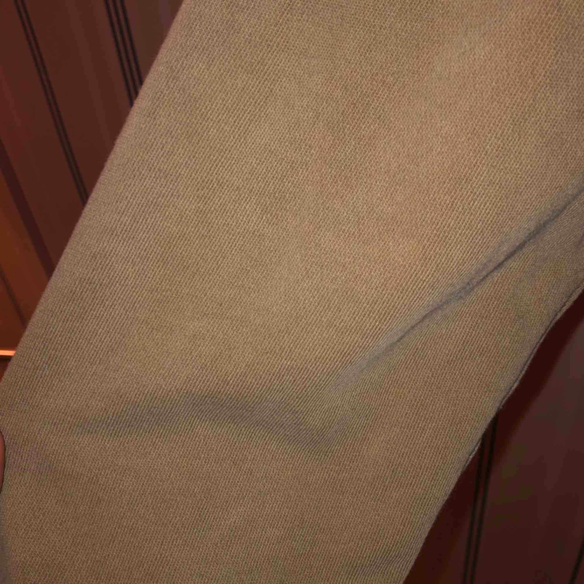 Fin beige hoodie från h&m. Mer ljus i färgen än på bilderna. Huvtröjor & Träningströjor.