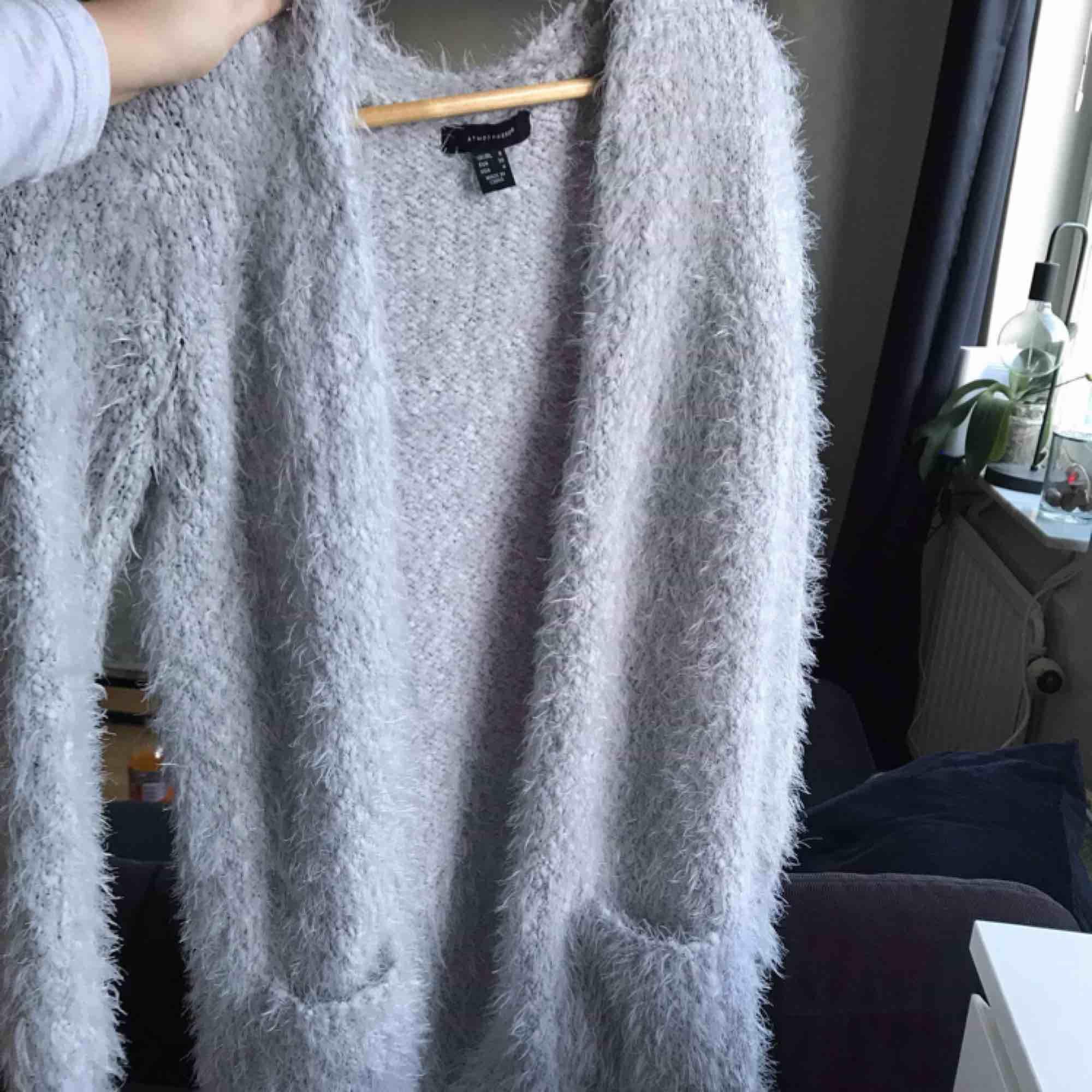 Ljusgrå cardigan fluffig, jätte skön! . Tröjor & Koftor.
