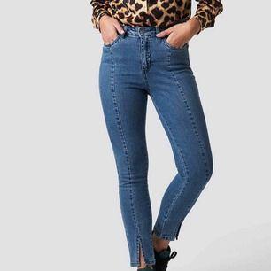 snyggaste jeansen från na-kd❤️ aldrig använda prislappen sitter fortfarande kvar frakt ingår💌