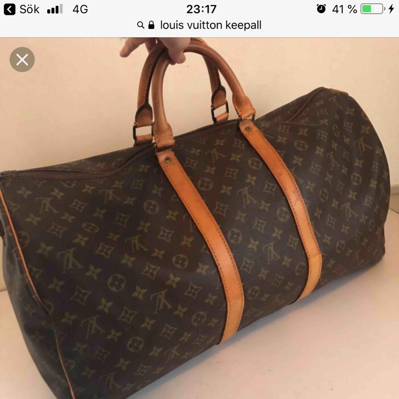 SÖKER!! Ngn som säljer en Louis Vuitton i keepall modellen? Den måste vara ÄKTA 🙂 helst vintage. Accessoarer.