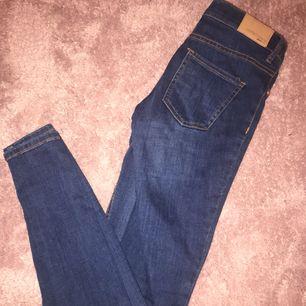 Blåa jeans från Gina tricot, använda en gång!