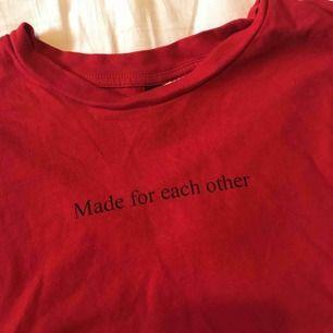En jättesnygg röd tröja från hm!
