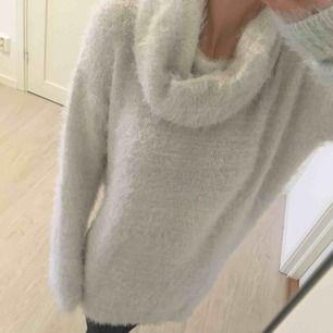 Grå warm oversized stickat tröja från Reserved. Kan passa också M storlek. Används bara några gånger.