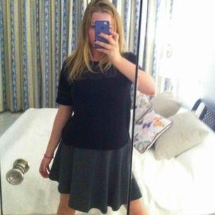 Grå kjol i storlek L ☺️ skriv för frågor