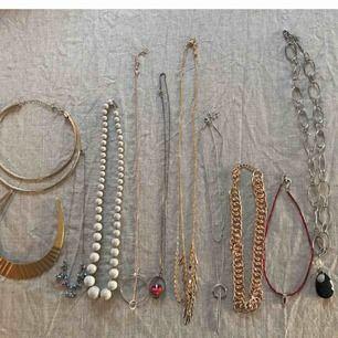 Alla 11 halsband för 70kr ink frakt!! (Det guldiga halsbandet i mitten är från COS.