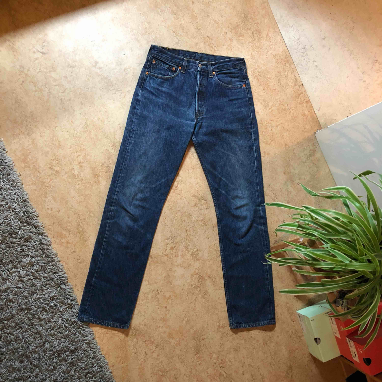 Klassiska 501 or av Levis. Köpta - Levi s Jeans   Byxor - Second Hand 923c7767729c3