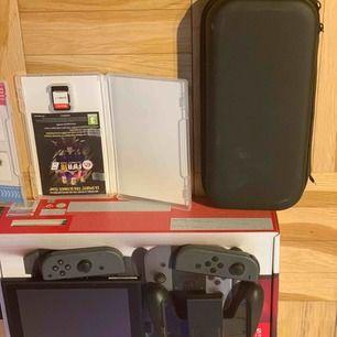 Nintendo switch med tillbehör. 2 spel FIFA 18 och mariokart, samt en skyddsväska