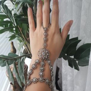 Vacker handsmycke från Indiska i silver. frakt ingår