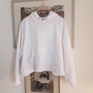 Cropped hoodie från Monki. Strl s
