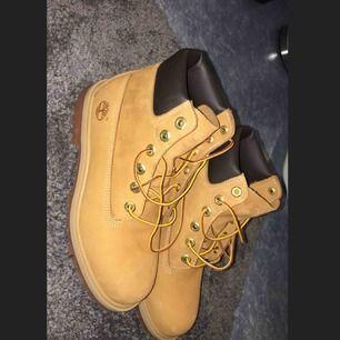 Ett par helt oanvända Timberland skor.   Nypris:1000kr Mitt pris:500