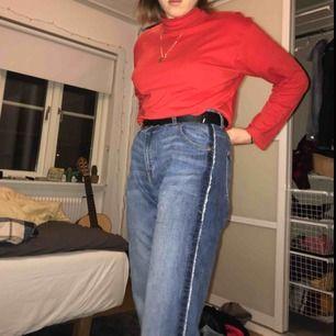 Boyfriend jeans från lindex, i gott skick och bra kvalitet med fickor fram och bak, kommer bara inte till användning längre så hör av dig om du vill köpa :)