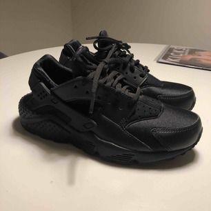 Nike skor, endast provade. Strl 38 dock mer som 37.