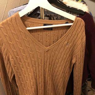 V-ringad kabelstickad tröja från gant, använd ca 3 gånger