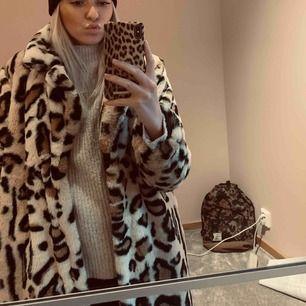 Leopard jacka från Gina tricot i storlek M, passar även S. Använd ett fåtal gånger så i bra skick, jätteskönt material. Säljes pga används aldrig. Priset kan diskuteras! Köparen står för frakt om vi inte möts i Göteborg.