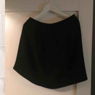 Helt ny kjol från J.Lindeberg, perfekt till blusar osv.