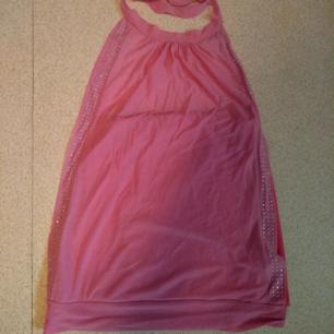 Rosa halterneck linne med strass längs sidorna. Äkta 2000s style