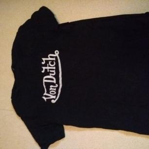 Svart von dutch t-shirt i fint skick!