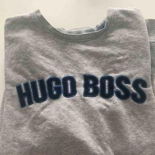 Grå Hugo boss sweatshirt✨ stl. 16 år men passar S-M i vuxenstorlek. Skriv om du har några frågor och kolla gärna in mina andra annonser💓