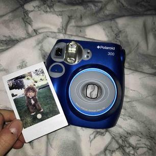 Ny Poloroid kamera, har aldrig kommit till användning då jag bara har testat den en gång. Pris kan diskuteras vid snabbt köp!