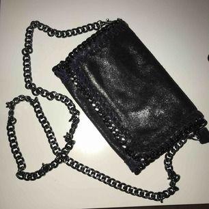 Wanna b Stella McCartney väska, använt max 3 ggr & är i jätte fint skick.  200 INKLUDERAT FRAKF
