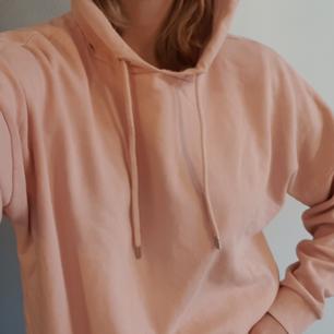 Oversize hoodie från Monki, storlek XS men passar lätt på S/M beroende på hur man vill att den ska sitta