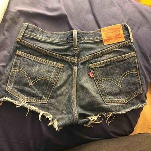 Säljer mina Levis shorts pågrund av att dom är för små, dom är i fint skick.