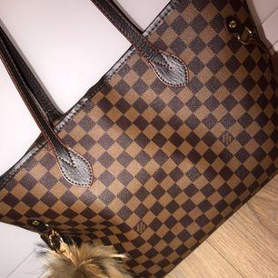 Louis Vuitton kopia i väldigt fint skick! Nyckelringen medföljer ej!