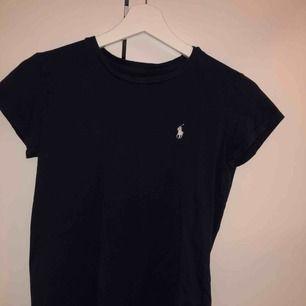 Mörkblå ralphlauren t-shirt köpt för 350kr