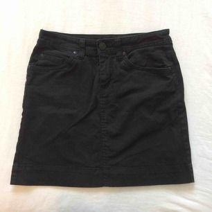 Svart kjol från Lindex! Köparen står alltid för frakt💃🏻
