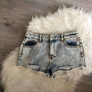 Ett par shorts från PULL&BEAR, tyvärr har de blivit för stora för mig och därför säljer jag dem. Bara använda en gång. Frakten kostar 25kr