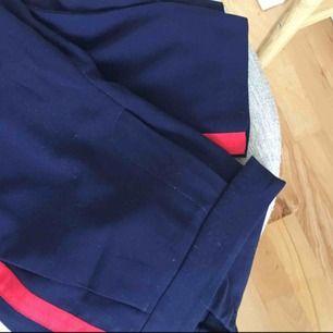 Sköna mörkblåa byxor. Köparen står för frakt <3
