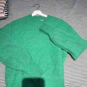 grön skön stickad tröja, sticks inte
