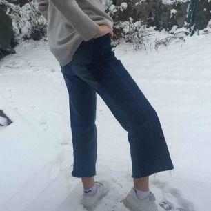 Mjuka jeans i två olika jeansfärger <3 Skickar eller möts upp. Skriv för frågor