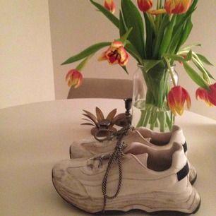 Snygga skor från river Island. Lite smutsiga men det kan man tvätta bort.
