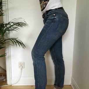 Ett par jeans! Vi möts gärna upp i Stockholm men pm frakt betalar köparen det