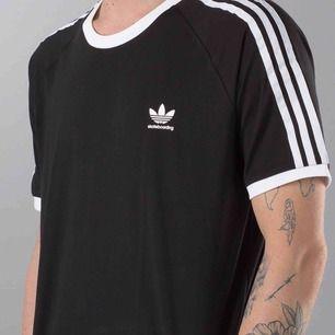 Adidas originals tee california otrolig skön Storlek M passar S  ordinarie pris 299kr